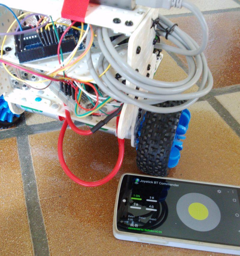 NoRobo : un robot télécommandé par une appli android.