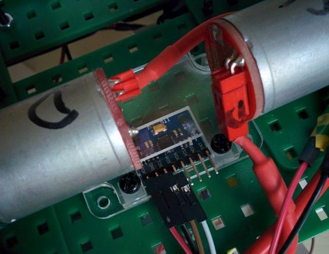 La fixation du gyro sous le NoRobo