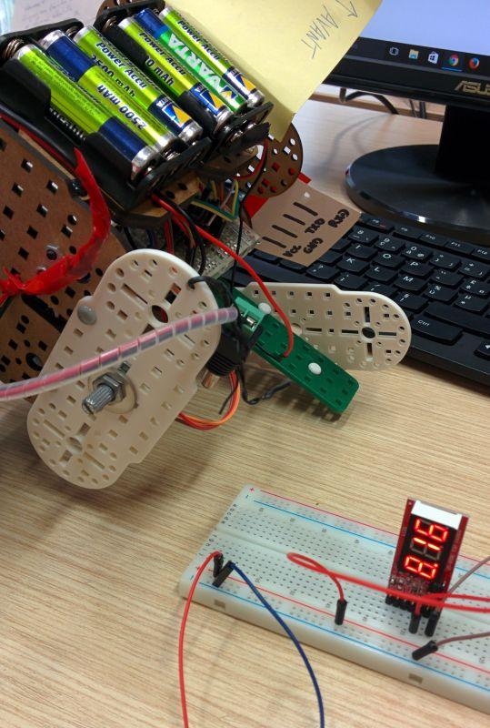 testeur de batterie avec piles rechargeables, correctement branché