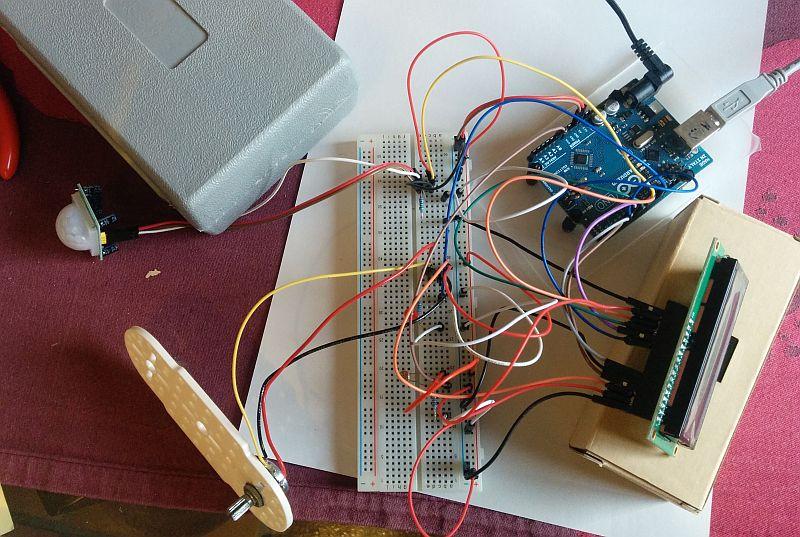 Un détecteur de mouvement et de luminosité Arduino, avec affichage LCD